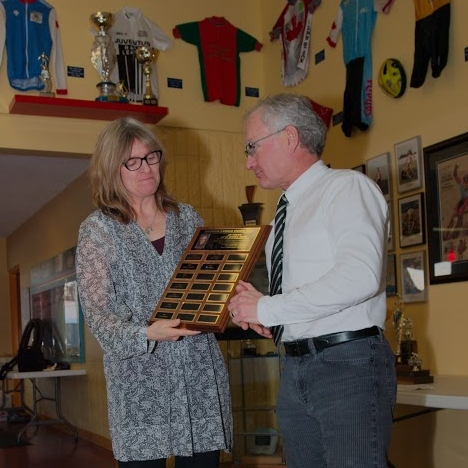 Juventus Club President Gail Wozny presents Dave with the Jim Horner Award -