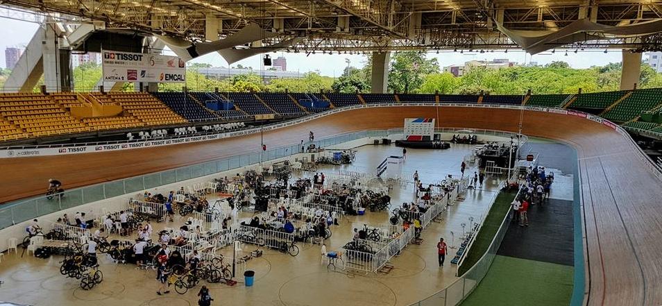 Pre-race training at the Velódromo Alcides Nieto Patiño in Cali, Colombia