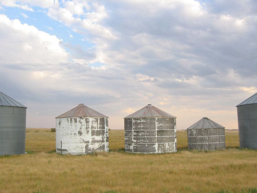 5 prairie granaries graineries.jpg