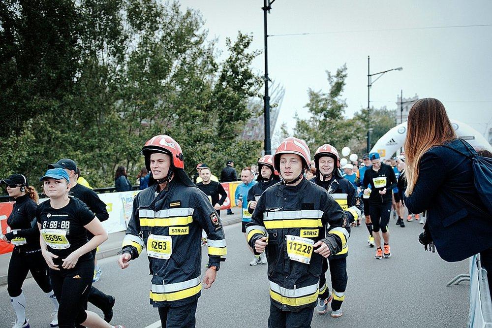 Szacun dla tych Panów za ukończenie maratonu w tych strojach.