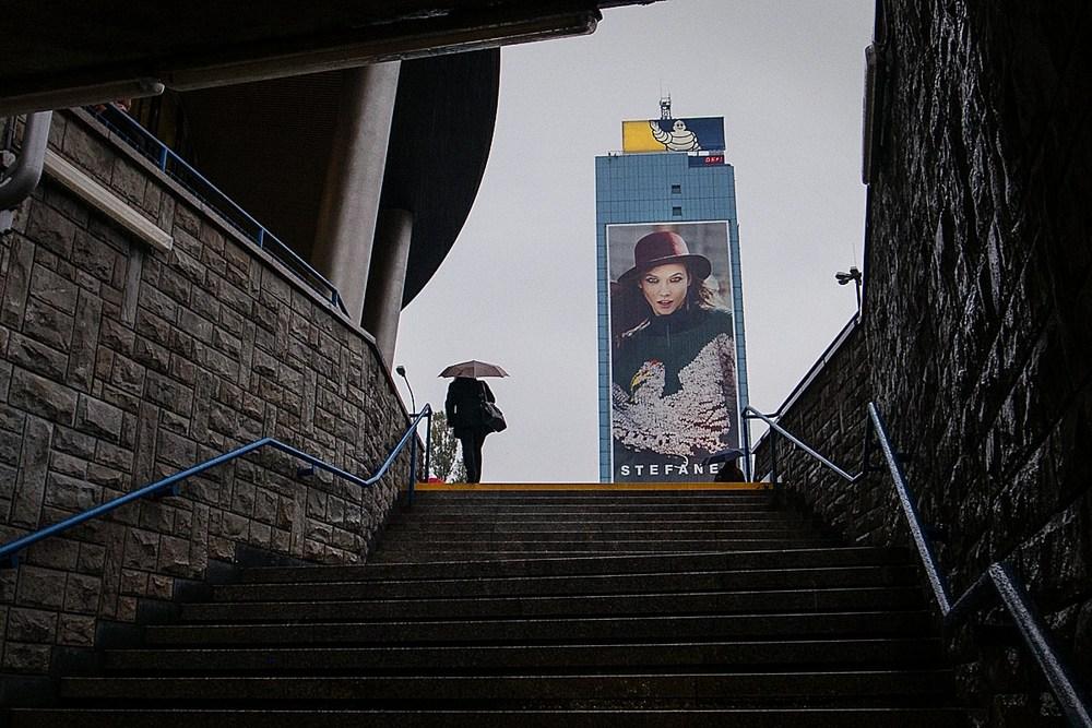 """Wyjście ze stacji """"Metro Politechnika"""", Warszawa."""