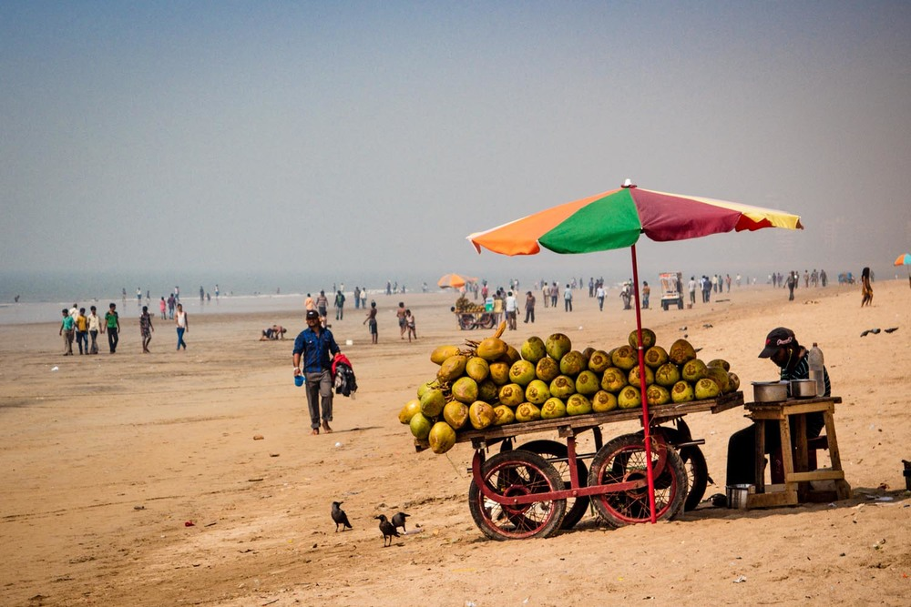 Juhu beach - coconut cart
