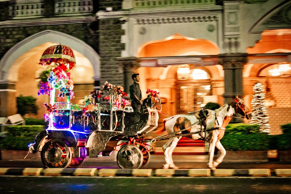 Taj Mahal hotel - horse drawn carriage at night