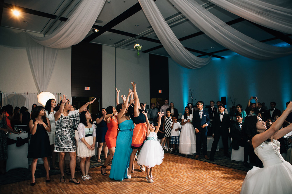 bouquet toss filipino richmond westin wall centre wedding photographer noyo creative