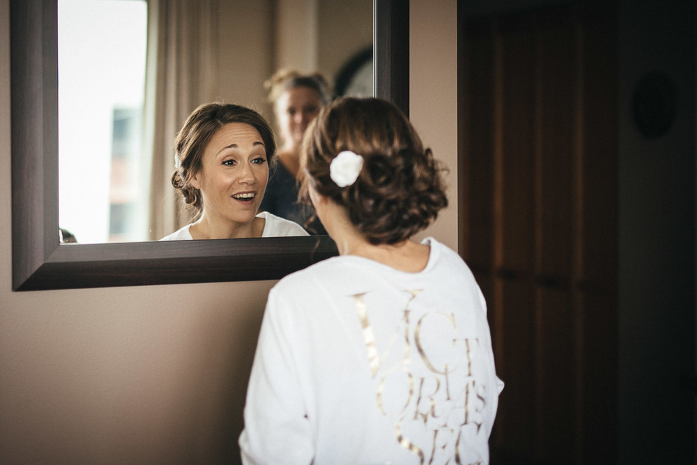 bride getting ready vancouver wedding photographer event noyo creative