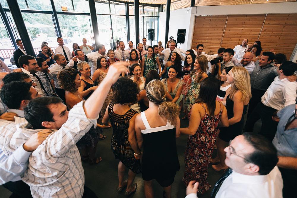 hora vandusen botanical garden wedding vancouver photographers