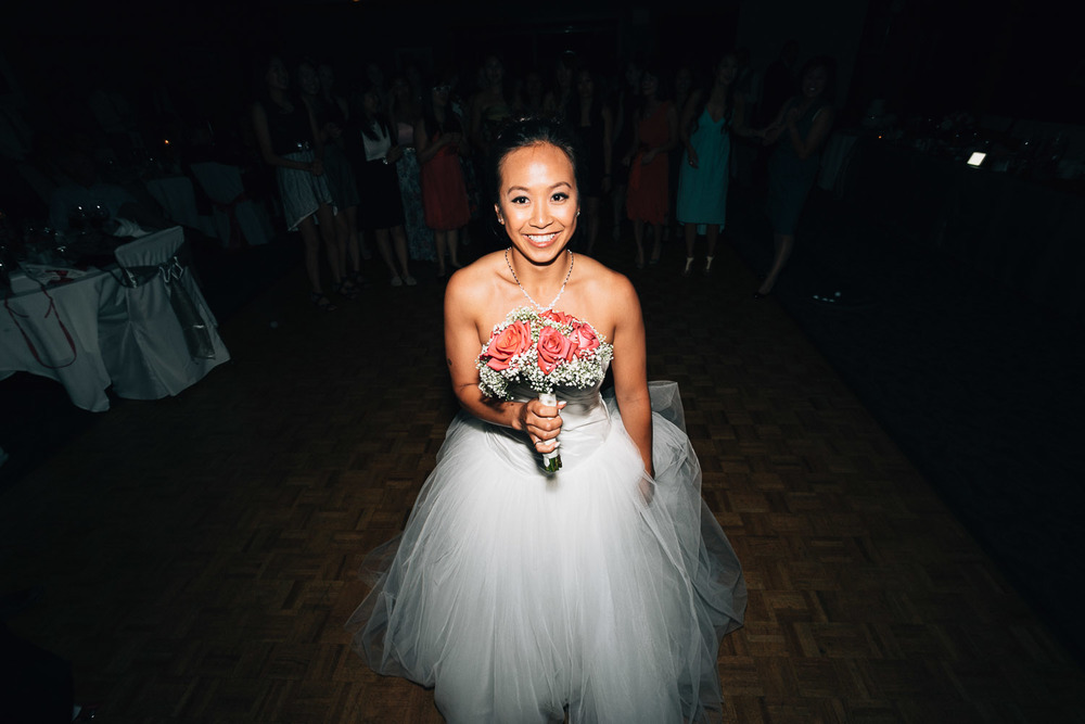 bouquet toss vancouver wedding photographer noyo creative