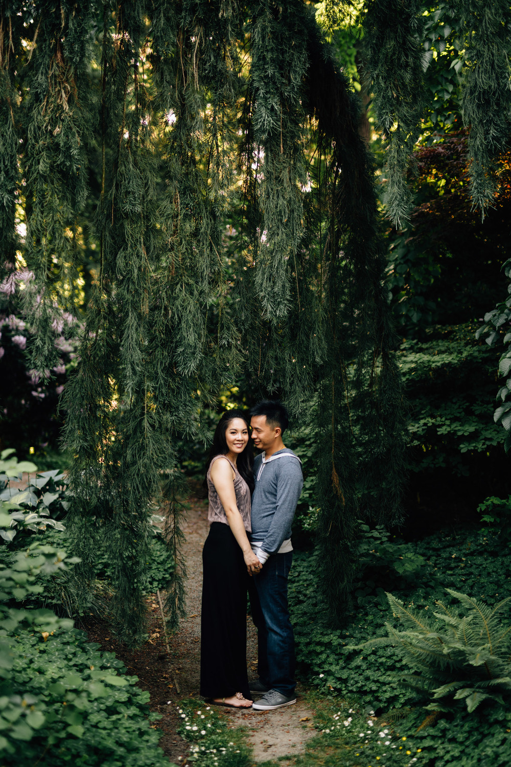 vancouver engagement photographer in stanley park bc