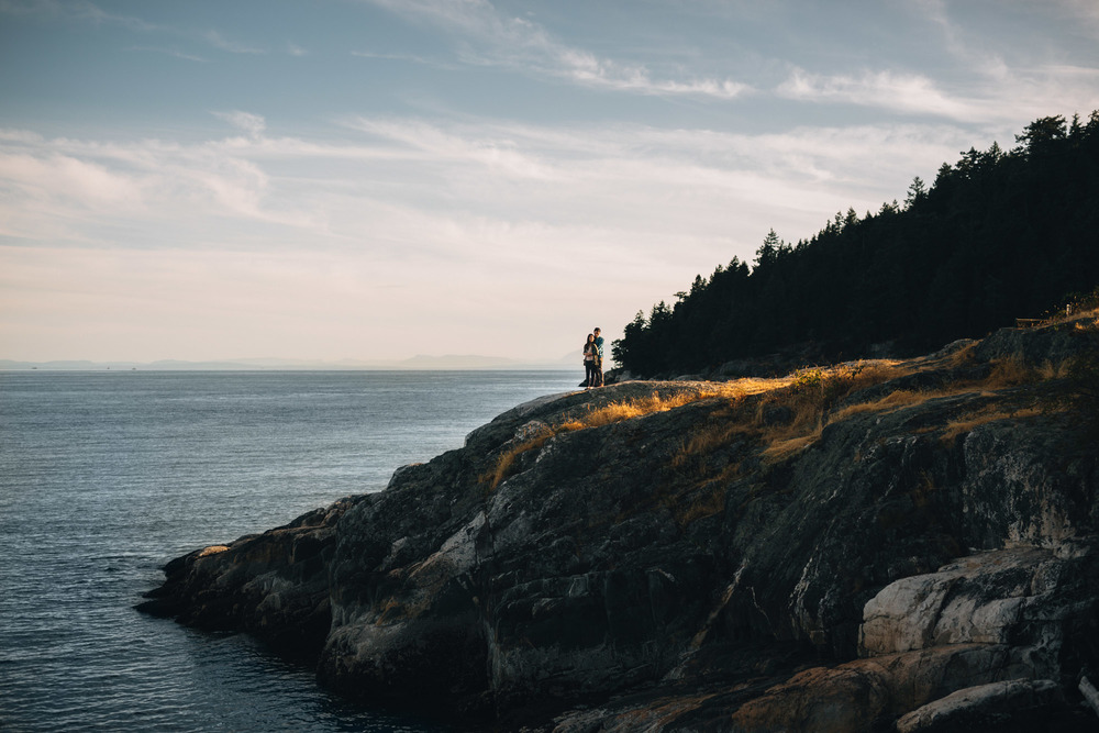 west vancouver engagement photography with mytyl and vincent caulfield park