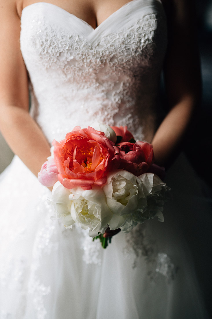 the vancouver club flower bouquet bride wedding phtoography