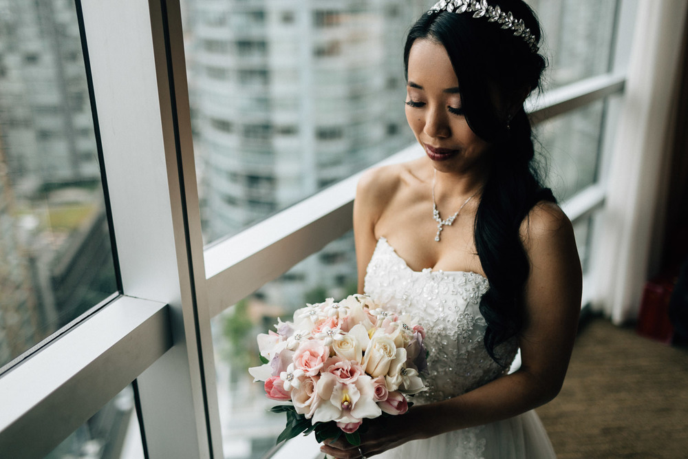 bride portrait at the westin grand hotel vancouver wedding photography