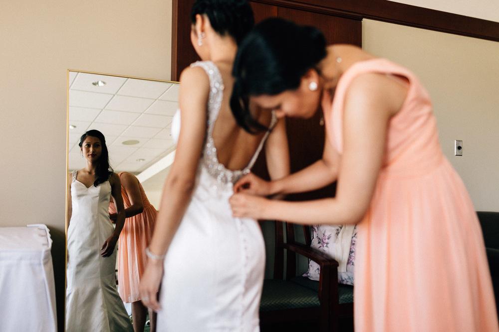 bride getting ready richmond wedding photographer quilchena golf