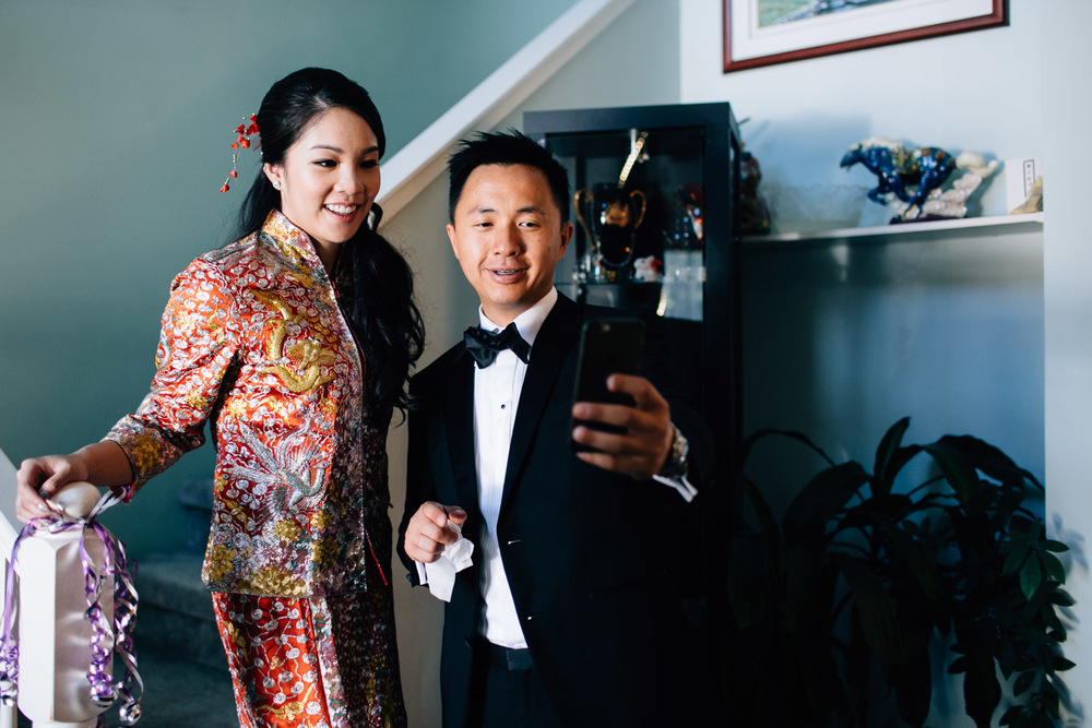 chinese bride and groom selfie
