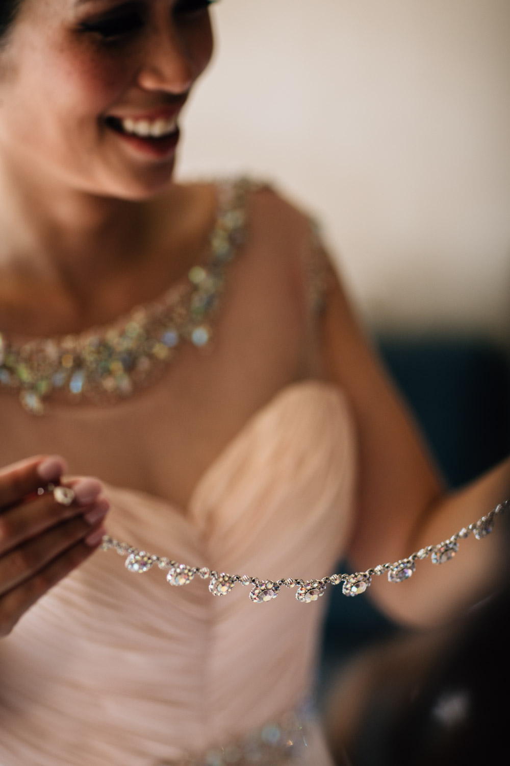 bride necklace wedding photography jewellery