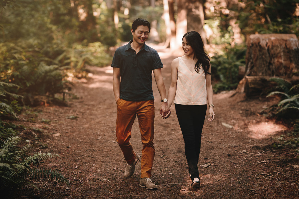 engagement photographer in surrey at redwood park