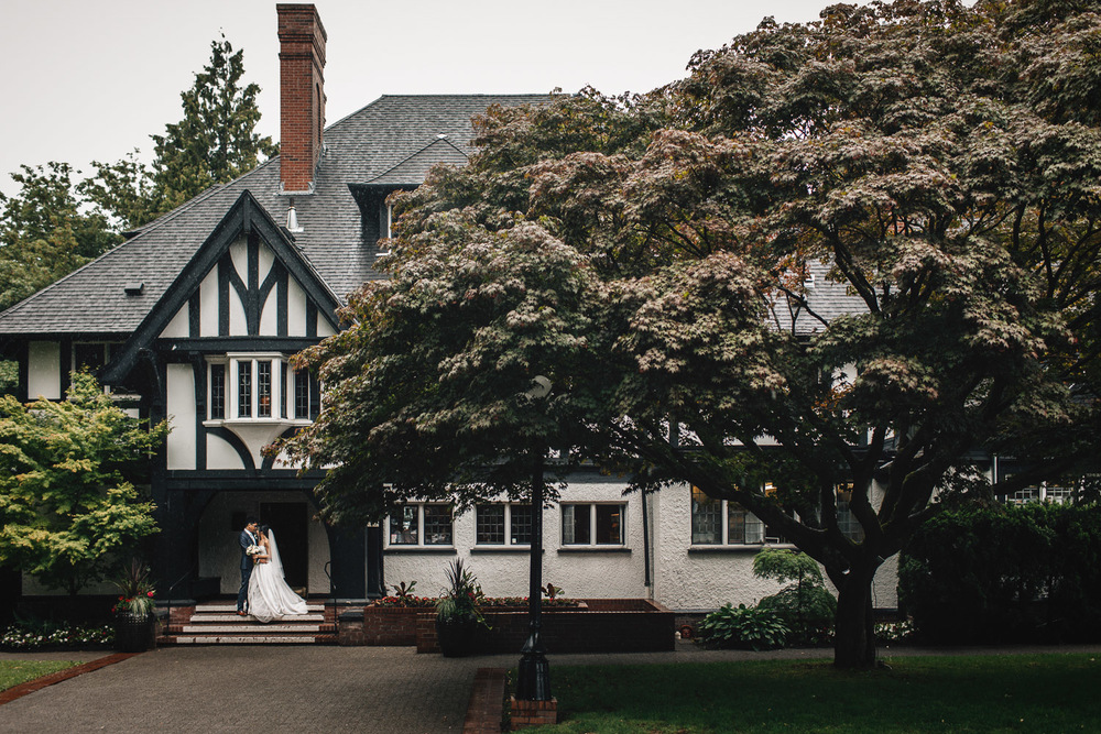 rainy summer day wedding vancouver bc at brockhouse restaurant photography