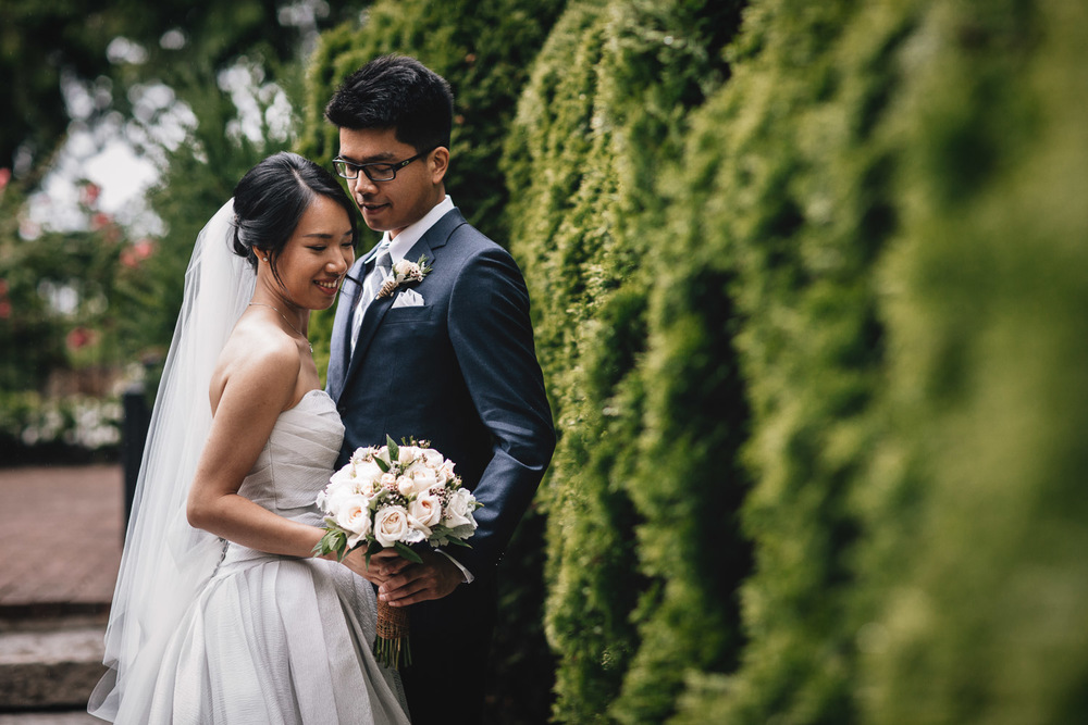 vancouver wedding photography in rain at brockhouse bc