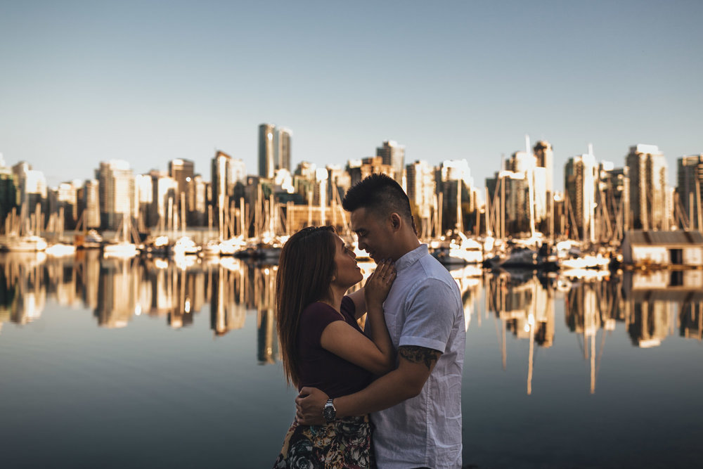vancouver engagement photography in stanley park seawall