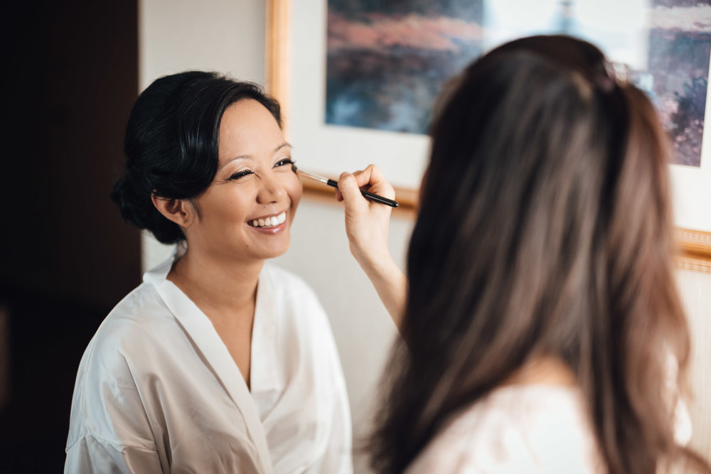vancouver wedding photography bride getting ready at holiday inn bc