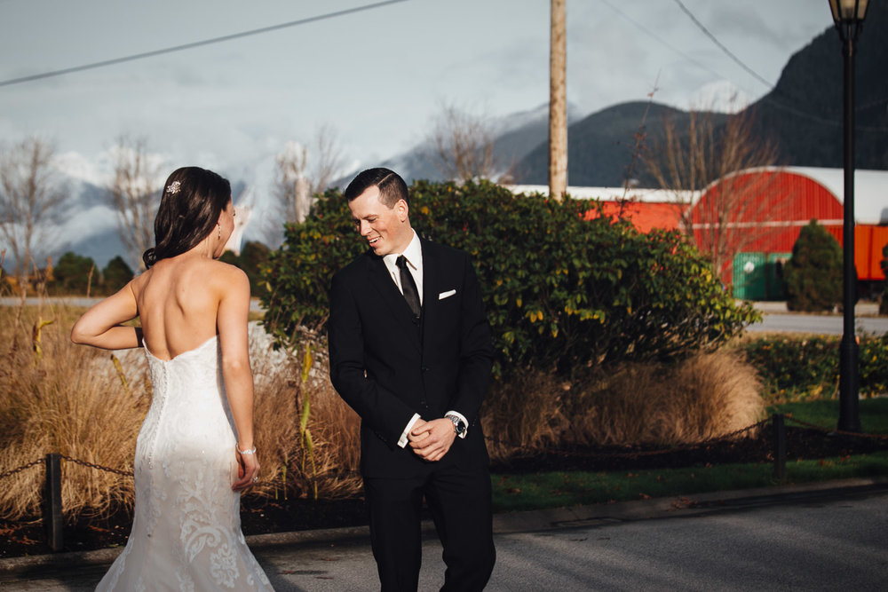 first look at swaneset pitt meadows wedding photographer