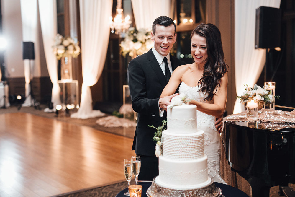 cake cutting swaneset wedding reception photography