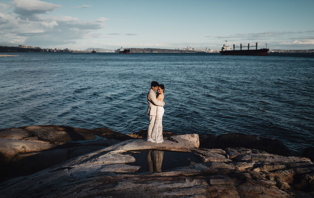 west vancouver engagement photography during sunset by the water