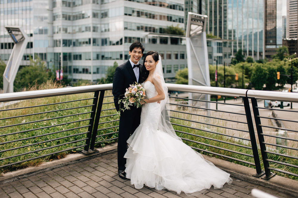 vancouver wedding photography at coal harbour bride groom portraits