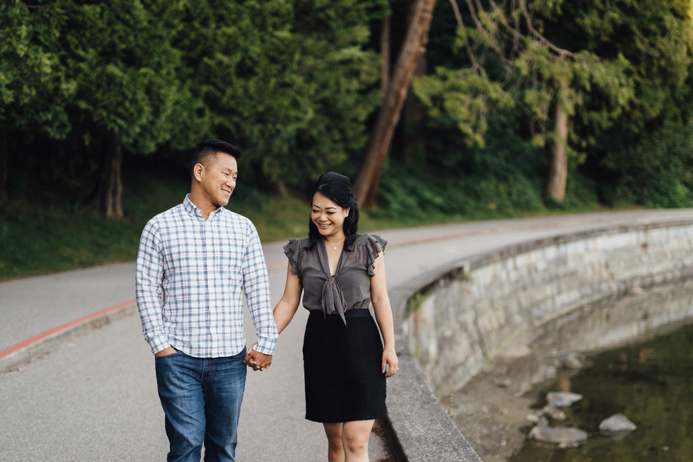 vancouver engagement photography in stanley park seawall bc during summer