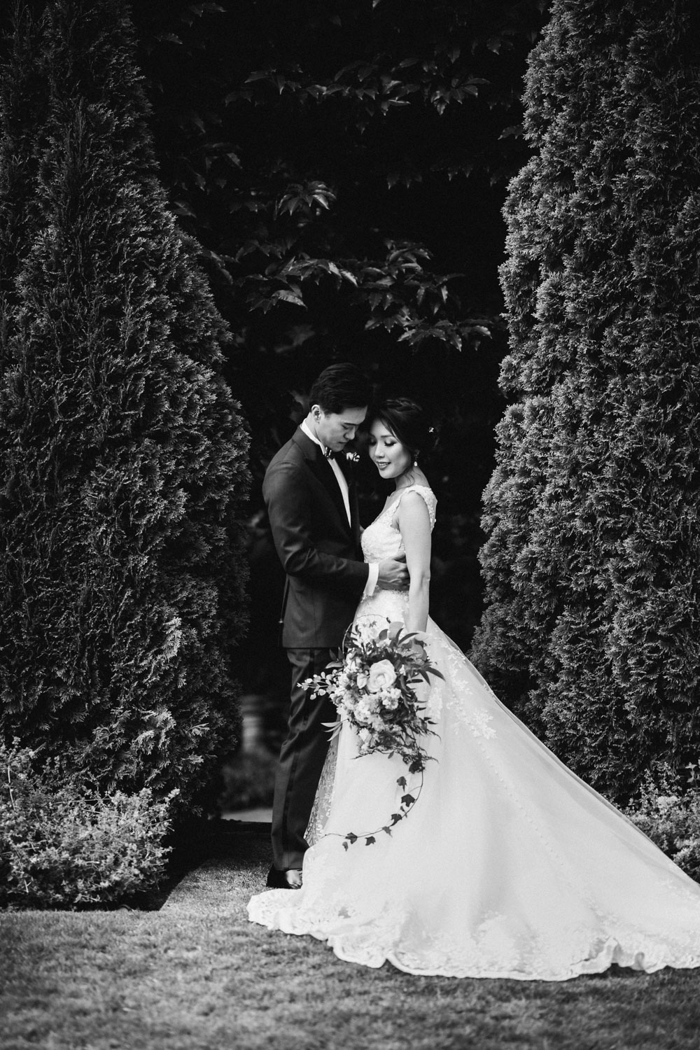 bride and groom black and white vsco wedding photography hycroft