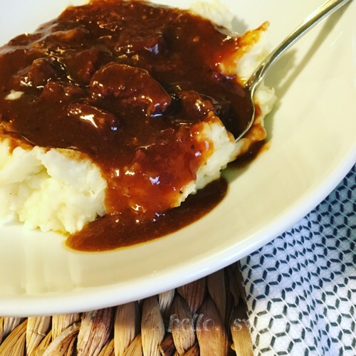 apple cider beef stew | the perfect autumn stew with cider and cinnamon, simmers all day in the crockpot