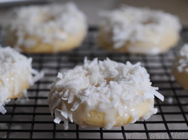 coconut & vanilla bean donuts | hello, sweetie!