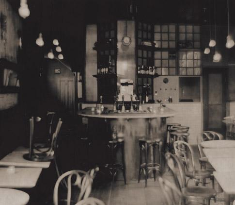moto interior (image from: http://www.cafe-moto.com/)