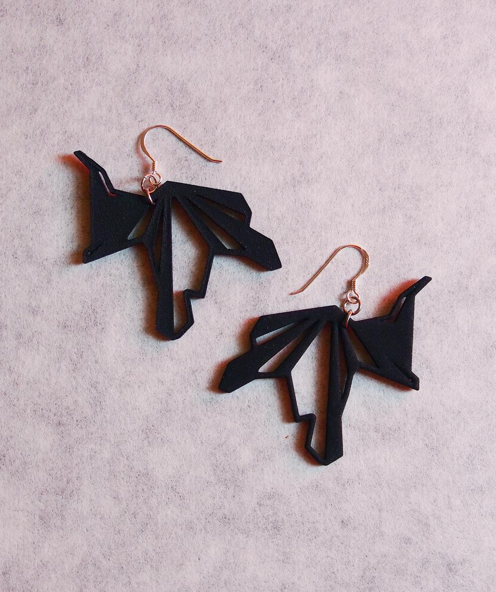 Fragmented_earrings_01_black_small.jpg