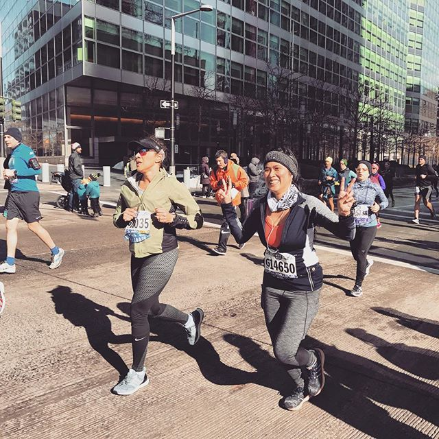 Me at mile 11.5 still looking happy because it's almost done plus bonus cheer boosts from @lowberries and @jtownktown who killed in their wave of the race. United NYC Half Marathon 2017.  #almostthere #groupcheers #finishlinehereicome  #unitednychalf #halfmarathon #nyrr #run #runner #instarunner #running #thingsiseewhilerunning #nyc #winter #financialdistrict