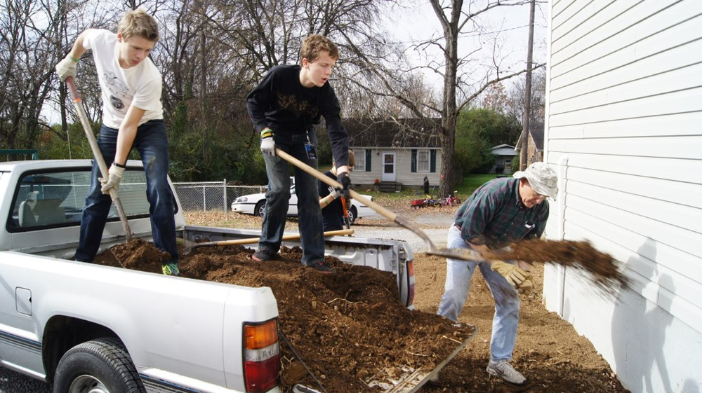 SLAM volunteers develop landscaping as a part of their service project in Nashville.