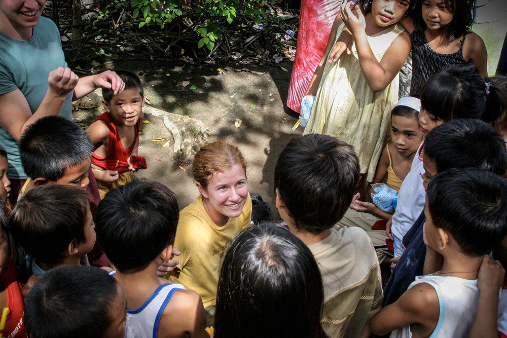 Julie Carpenter becomes acquainted with children in the slum community of Sagkahan.  Primary education is an emphasis in our development work in the Philippines, particularly in communities where children don't have the financial capacity to undergo a quality education experience.