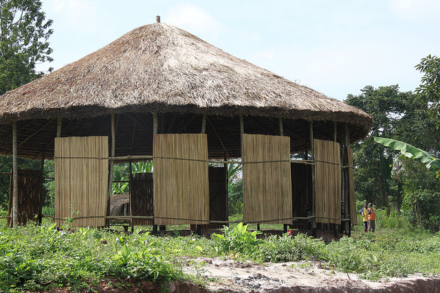 This structure was created as a place for meetings, meals, Bible studies, and children's times, to give shelter to a large group of people. Utilizing traditional African architecture and local builders, this structure gives groups a facility for learning and dialoguing together.