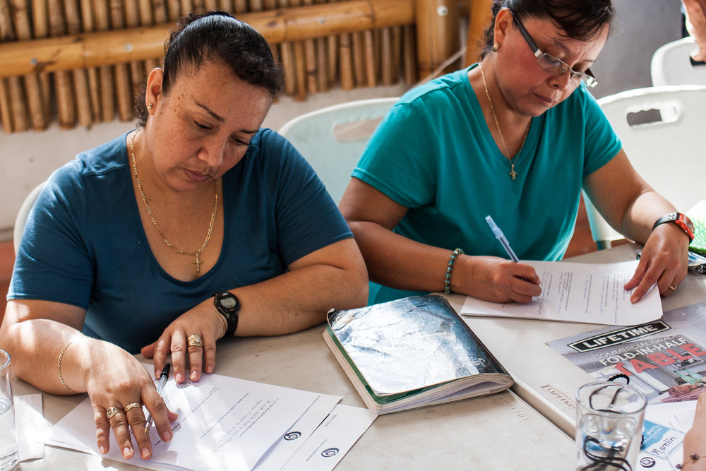 Teachers in rural El Salvador fill out a questionnaire at the outset of the training seminars that helped trainers gain insight into the experiences and challenges teachers face.