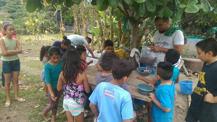 Lorena and her husband Antonio brought the biblical teaching on the fruits of the spirit to life! They are helping kids to plant a small garden, so they can better understand the patience and endurance necessary to produce both spiritual and physical fruit.