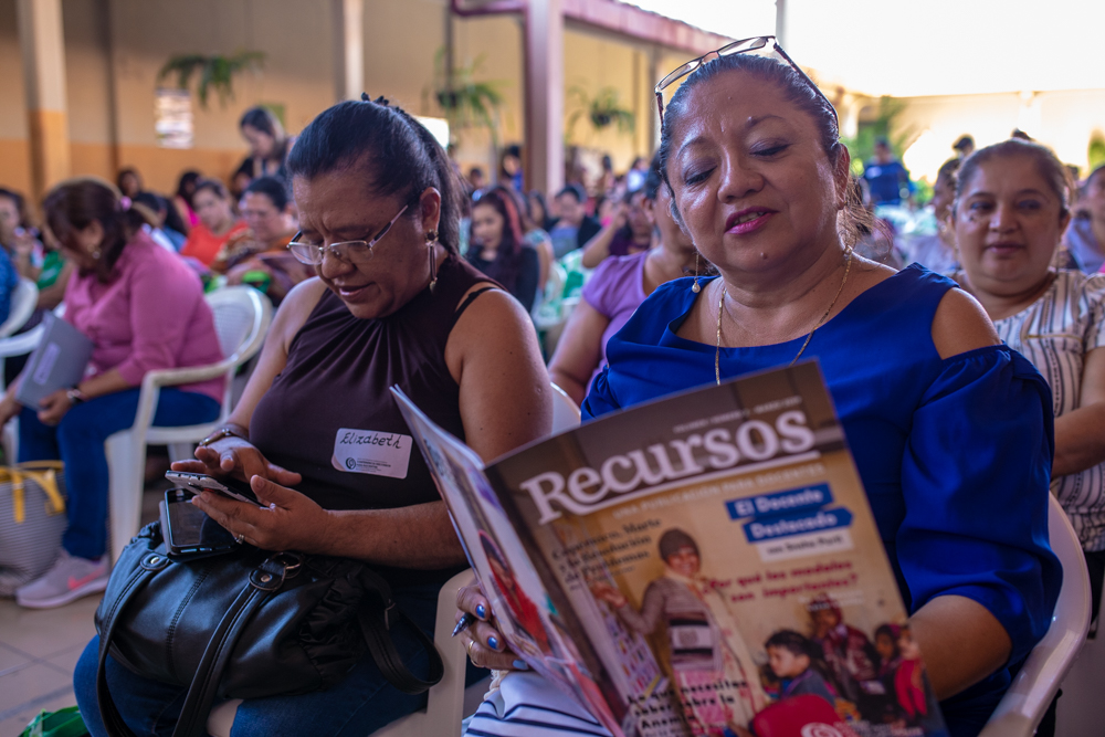 Teachers were so excited to read our newest issue of Recursos!