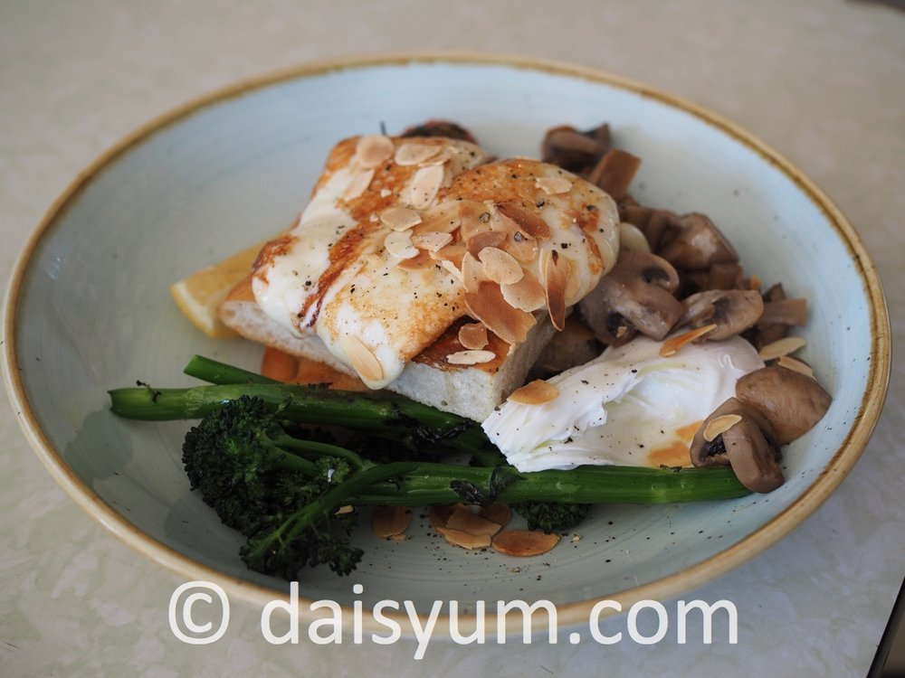 SCAMORZA E FUNGHI  GF V Smoked hard mozzarella, mushrooms, confit tomatoes, poached egg, broccolini & almond flakes on sourdough focaccia