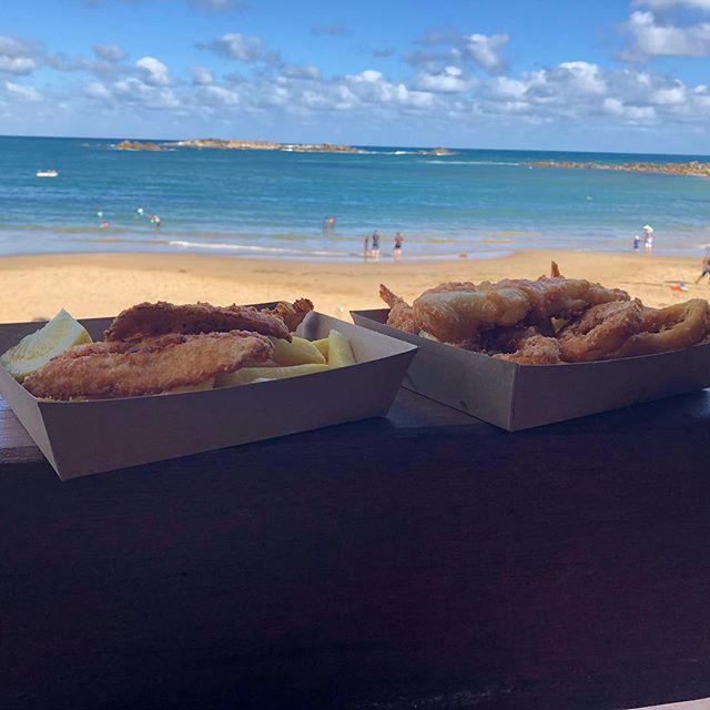 Amazing Fish and chips and a fantastic view @flyingfishcafe . . . . #delicious #food #foodpics #yummy #foodgasm #foodphotography #foodporn #victorharbor #fleurieupeninsula #fishandchips #beach #portelliot #foodie #foodblogger #daisyumblog #seafood #yum