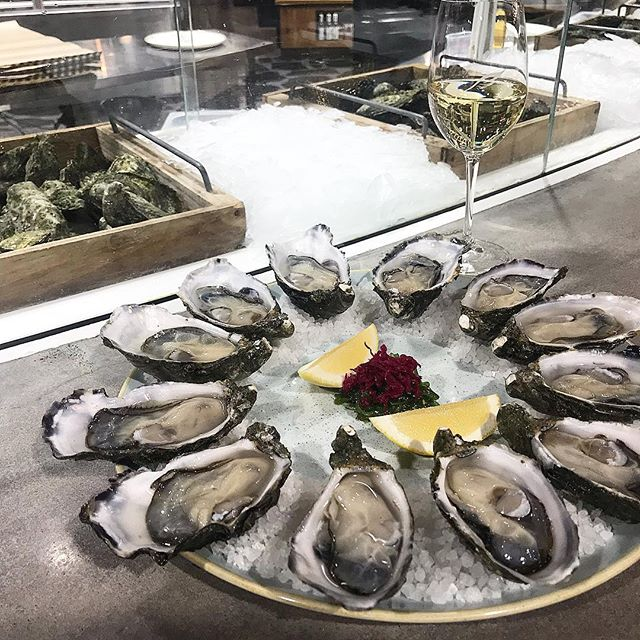 These Smokey bay oysters from the Oceanic Bar at Pasadena Foodland are amazing! Paired with a glass of Spinifex Riesling, a match made in heaven! Thanks to @adelaidesfinestsupermarkets 😋 . . . #adelaide #adelaideeats #adelaidefood #safood #seafood #oysters #yum #yummy #food #foodie #foodpics #foodblogger #daisyumblog #pasadenafoodland #oceanicbar #nomeat #safoodie #foodshare #happy