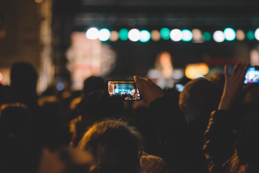 Ser man inget eller inte är här så är det ju så bra att någon med mobil filmar..