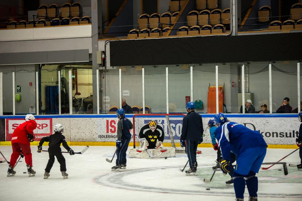 Många skott när barnen får komma ner på isen...