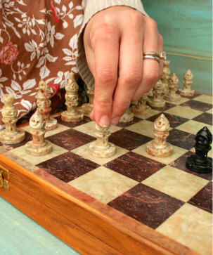 chess-set-large-nice-stone-carved-travel-7.JPG