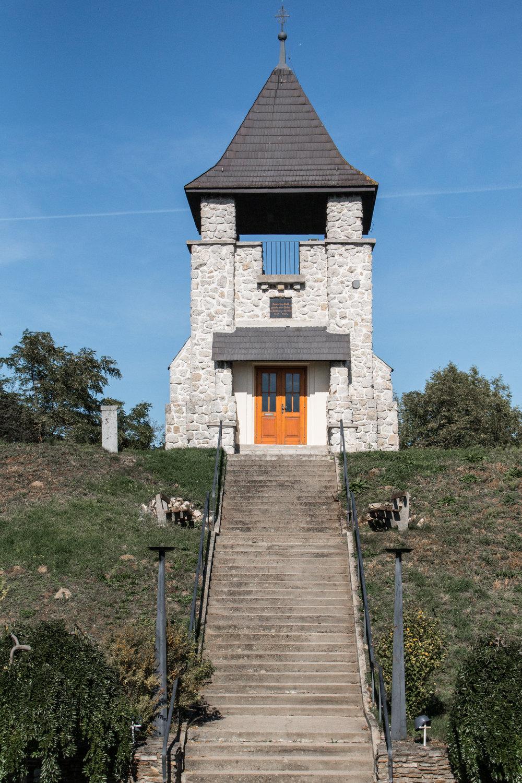 Kriegerdenkmal - Altlichtenwarth, NÖ   EOS 70D - F/6,3 - 1/6400 Sek - ISO 400 - 43mm