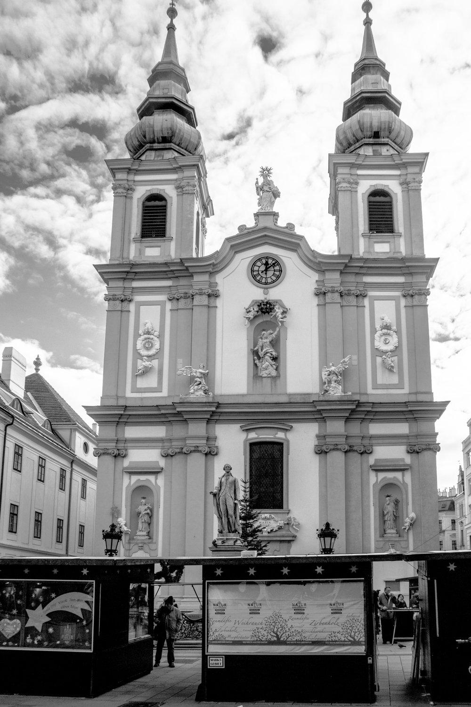 1070 Wien - Mariahilferkirche   EOS 70D - F/8 - 1/800 Sek - ISO 400 - 18mm