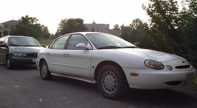 The author's 1997 Ford Taurus, bought September 1998