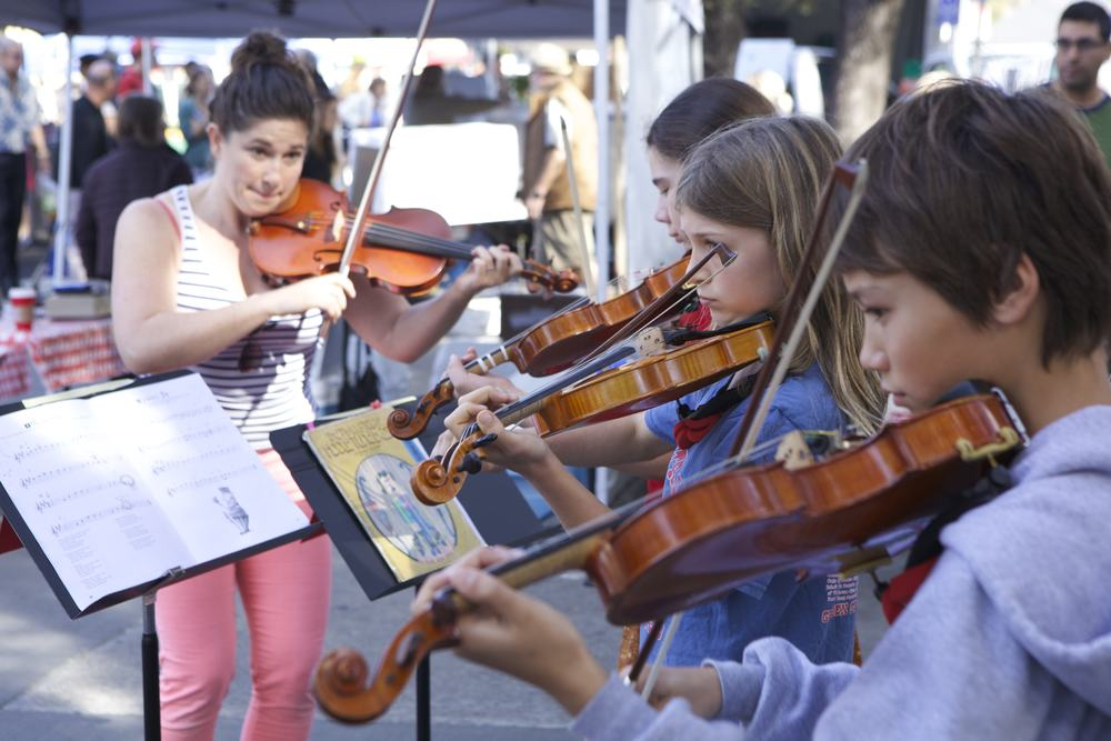 violin ensemble farmer's mkt 2014.jpg